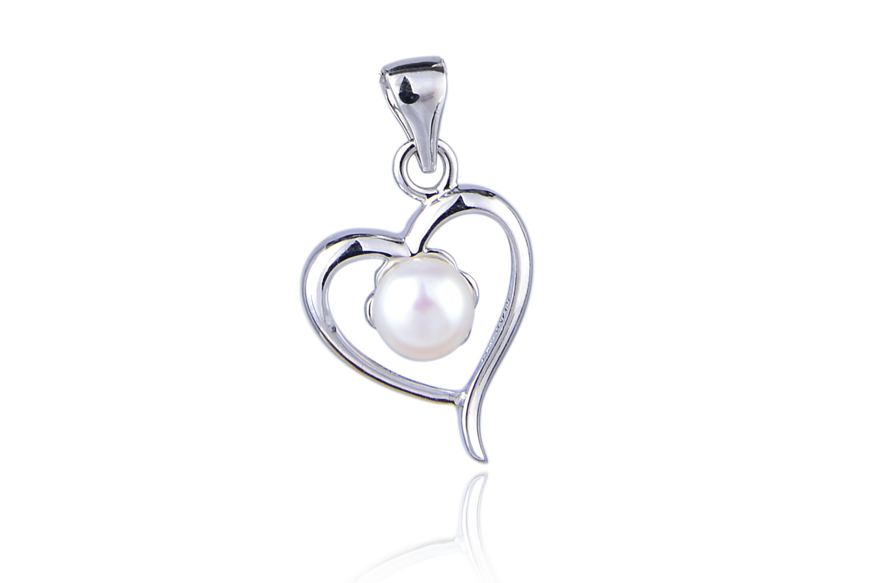 White freshwater pearl heart pendant pn68 quick view aloadofball Image collections